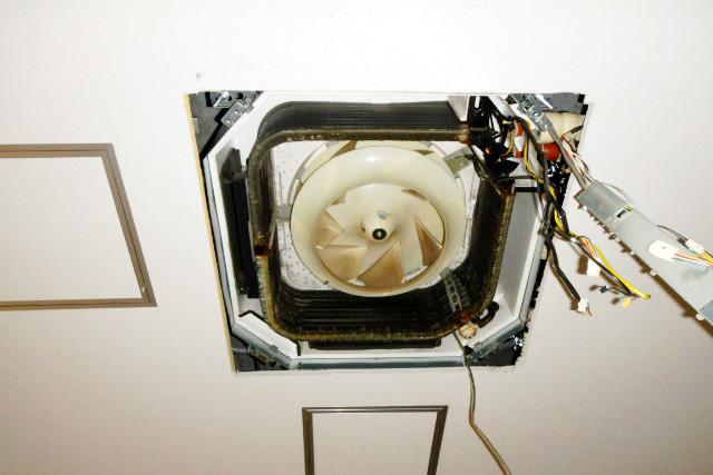 空調機器の修理